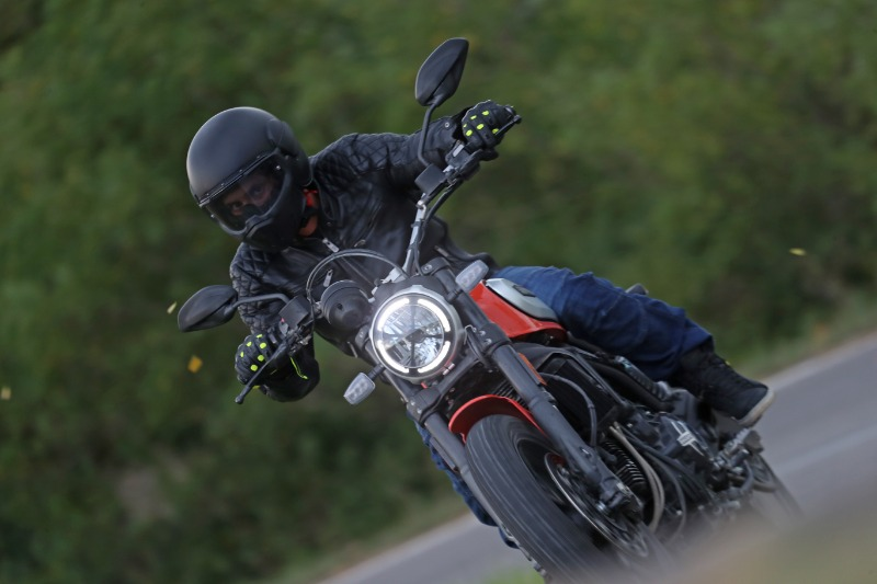 Caberg Ghost with the Ducati Scrambler 800 Icon 2019 for the test ride of Motorionline