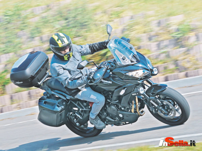 Insella.it tested Kawasaki Versys 650 GT wearing Caberg Duke