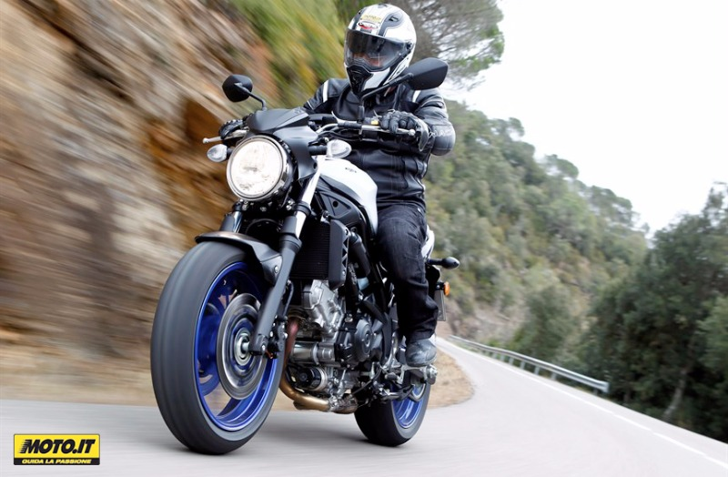 Caberg STUNT has been worn by the friends of Moto.it during the test ride with the Suzuki SV 650
