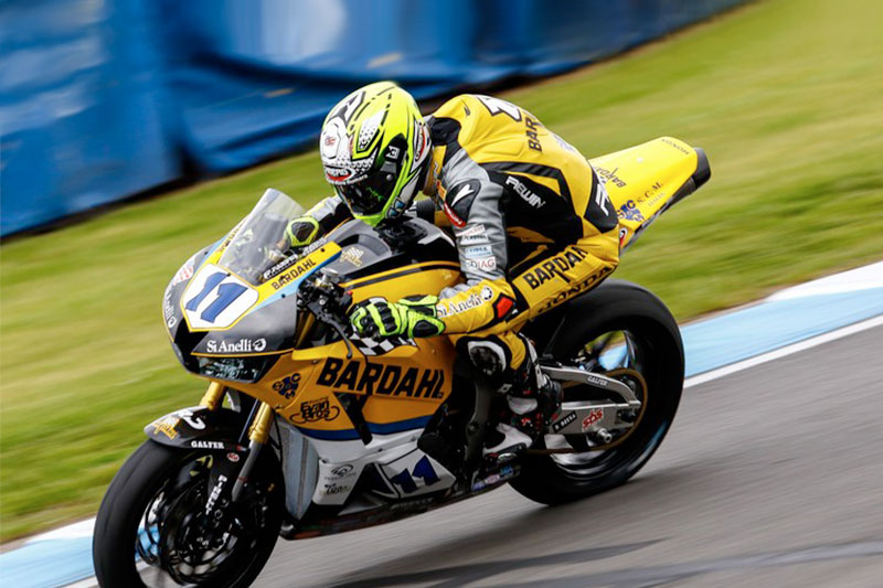 A crash stops Gamarino in the WSS race at Donington Park