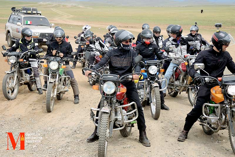 Mongolia Motorbike Marathon: For the second time in a row, the Caberg Riviera V3 will accompany the participants!