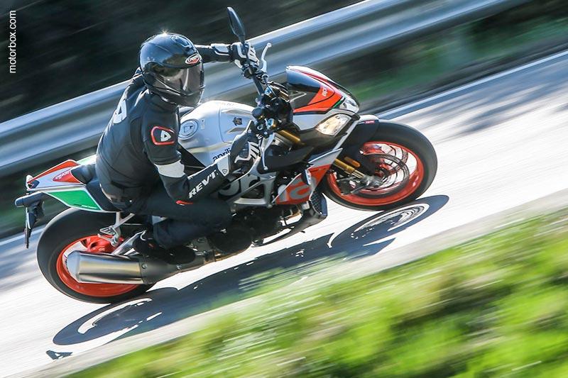 Il Caberg Drift Carbon protagonista della prova moto di motorbox.com