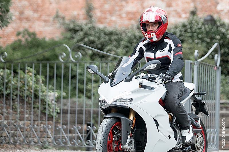 Il Caberg Duke II nel test ride di motorionline.com sulla Ducati 939 Supersport S