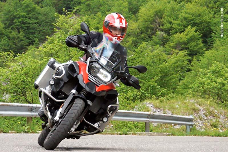 motorionline.com testa la BMW R12000GS Adventure utilizzando il Caberg Duke II!