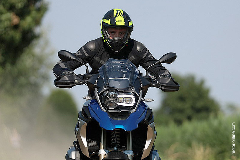 Il Caberg Xtrace nella prova moto di motorionline.com!