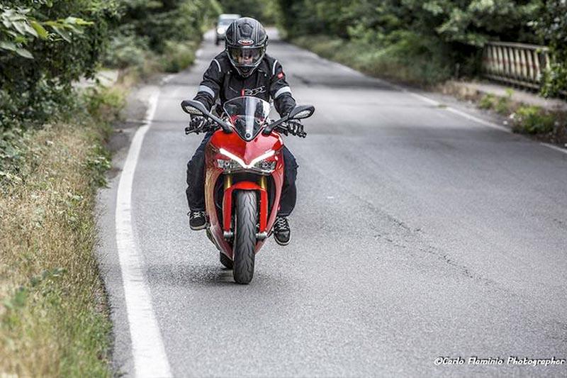 amotomio.it ha provato la Ducati Supersport S utilizzando il Caberg Drift