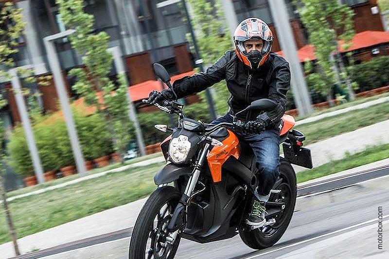 Zero Motorcycles DS 6.5: la prova su strada di motorbox.com con il Caberg Stunt