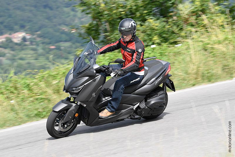 Uptown Gear nel test di motorionline.com sulla Yamaha X-MAX 400