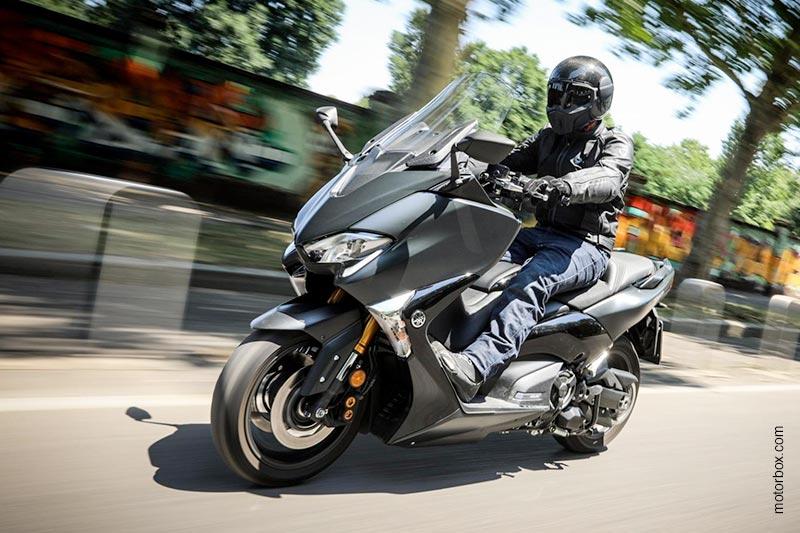 motorbox.com testa la Yamaha TMAX SX 2017 con il Ghost Carbon!