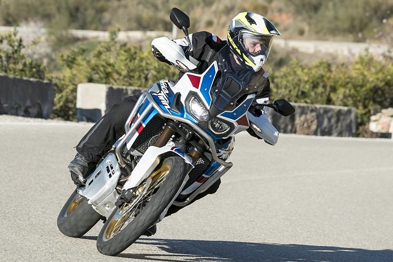 Caberg Xtrace Spark insieme alla Honda Africa Twin per la prova moto di motorbox.it!