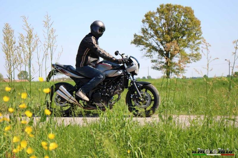 Il Caberg Ghost Iron utilizzato da aMotoMio per la prova moto della SUZUKI SV650X-TER