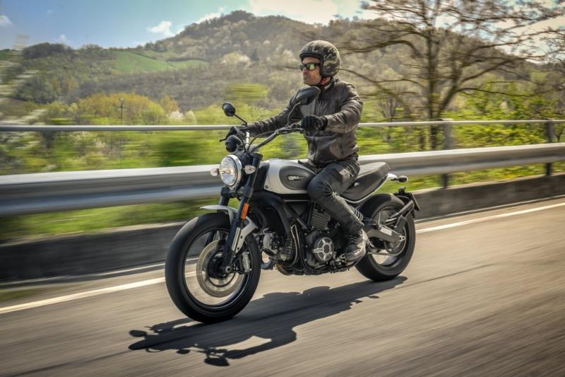 Moto.it ha utilizzato il Caberg Freeride Commander per la prova comparativa delle moto classiche